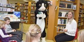 Spendenübergabe an die Stadtteilbibliothek Süd