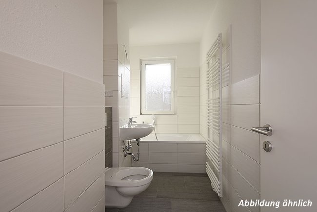 Bad: 3-Raum-Wohnung Paul-Suhr-Straße 49a