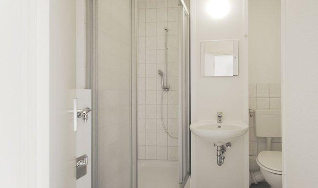 Bad: 2-Raum-Wohnung Brüsseler Straße 12
