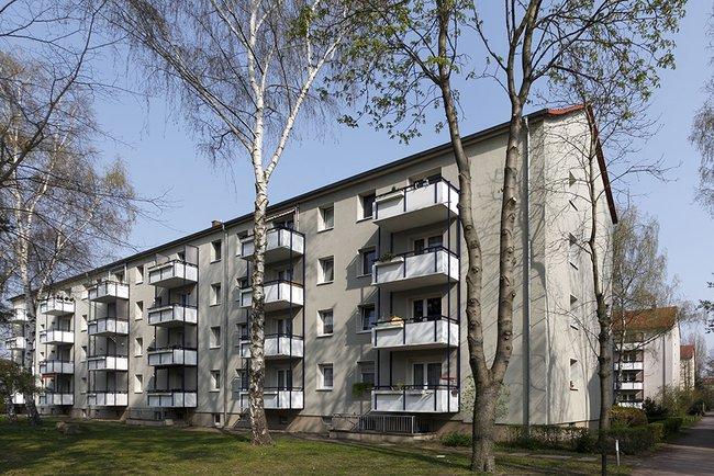 Hausansicht: 4-Raum-Wohnung St. Petersburger Straße 11