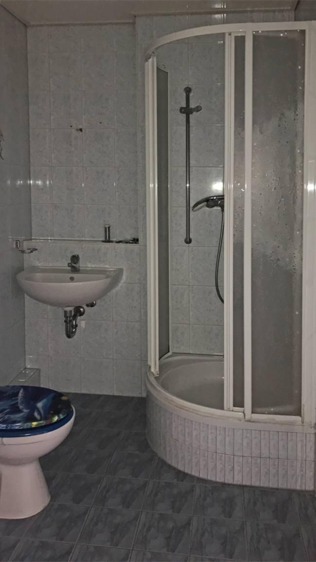 Duschbad: 3-Raum-Wohnung Alte Heerstraße 207