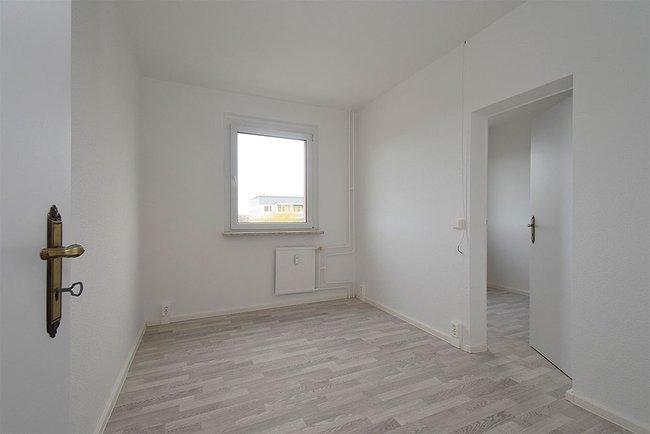 Kinderzimmer: 4-Raum-Wohnung Am Hohen Ufer 1