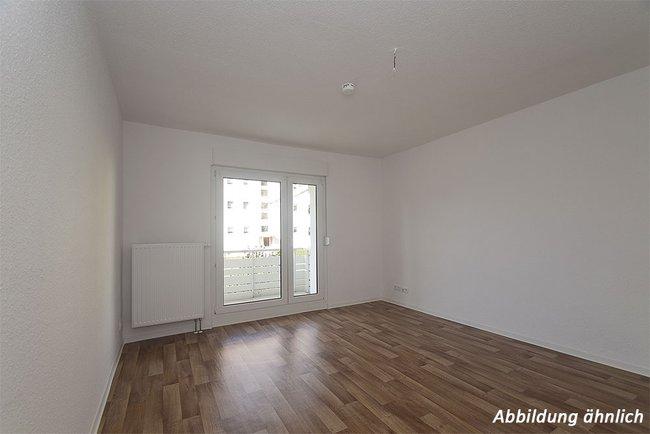Wohnzimmer: 3-Raum-Wohnung Paul-Suhr-Straße 49