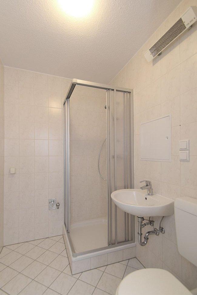 Gäste-Bad: 4-Raum-Wohnung Guldenstraße 23