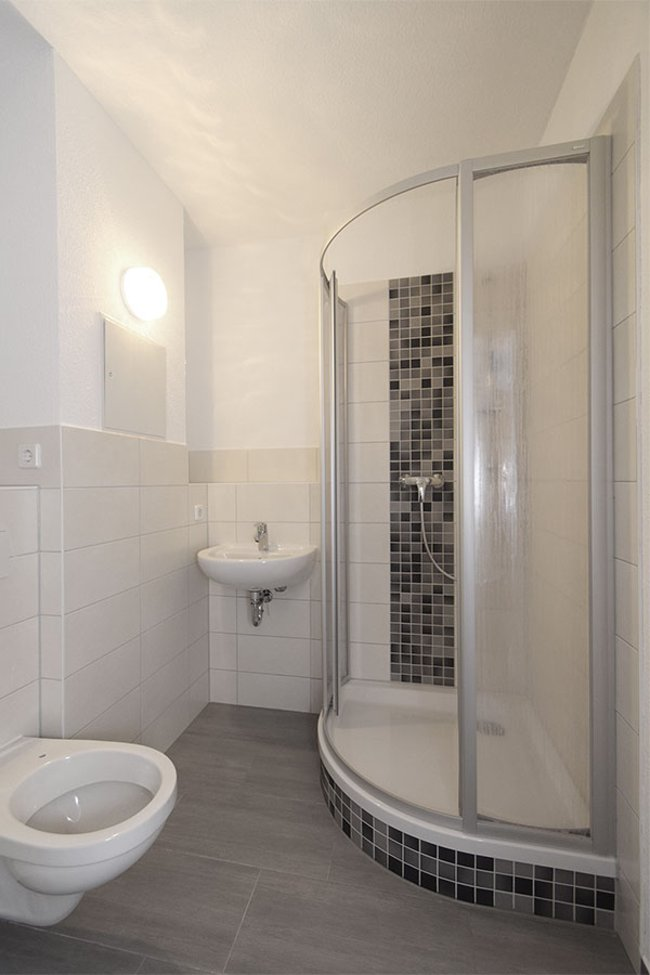 Duschbad: 1-Raum-Wohnung Rigaer Straße 10
