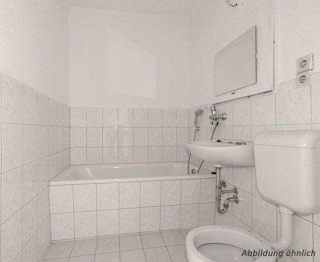 Bad: 3-Raum-Wohnung Alte Heerstraße 211