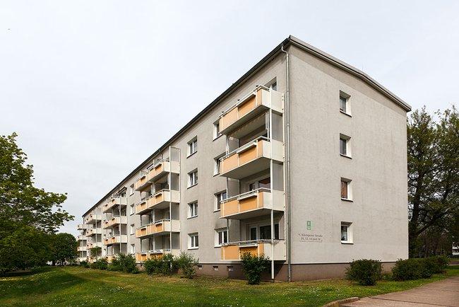 Hofansicht: 3-Raum-Wohnung Victor-Klemperer-Straße 12