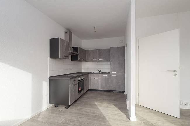 offene Küche: 3-Raum-Wohnung Genthiner Straße 7