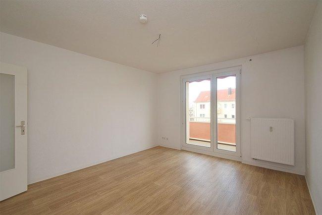 Wohnzimmer: 2-Raum-Wohnung Bukarester Straße 3