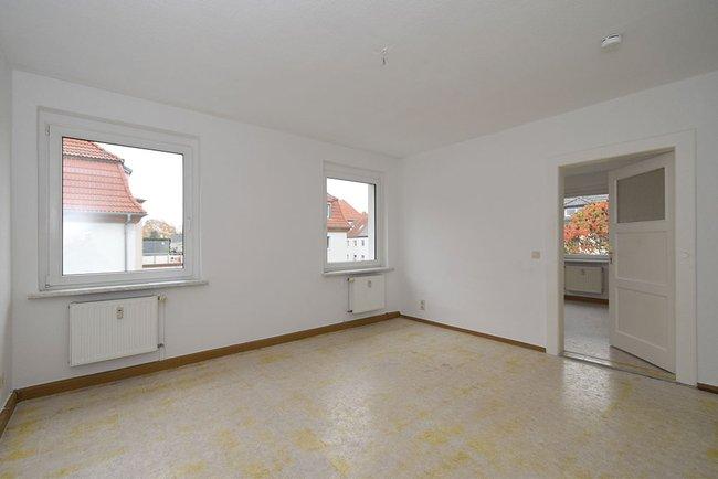 Wohnzimmer-Beispiel: 3-Raum-Wohnung Homerstraße 1