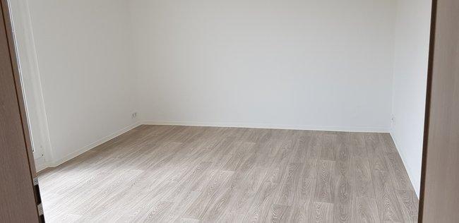 Wohnzimmer: 3-Raum-Wohnung Paul-Suhr-Straße 85
