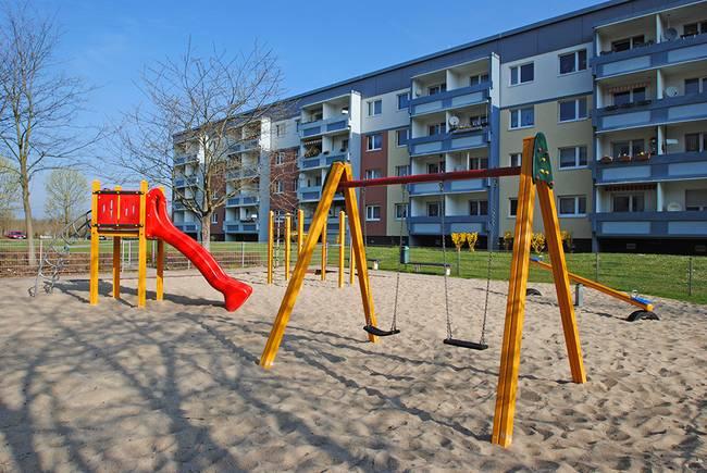 Spielplatz: 3-Raum-Wohnung Schilfstraße 3