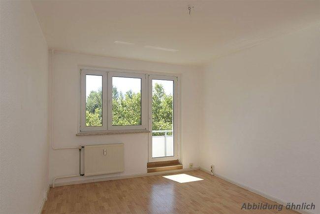 Wohnzimmer: 3-Raum-Wohnung Hildesheimer Straße 19