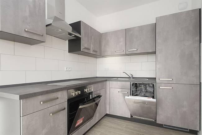 Neue Einbauküche: 3-Raum-Wohnung Genthiner Straße 7