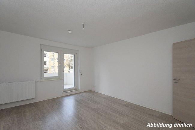 Wohnzimmer: 2-Raum-Wohnung Moskauer Straße 17