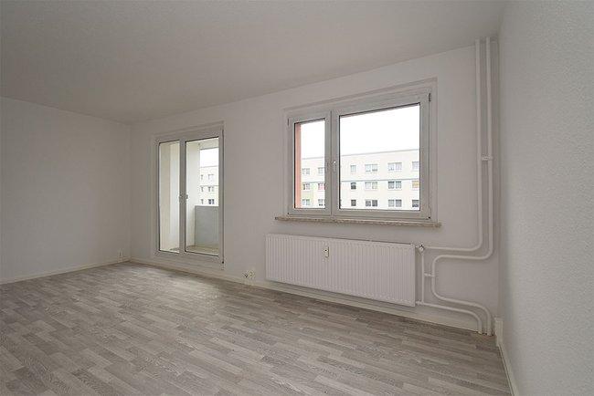 Wohnzimmer: 4-Raum-Wohnung Am Hohen Ufer 1