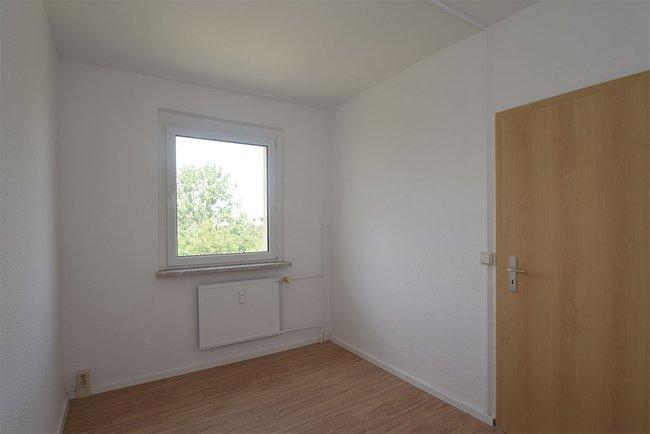 Kinderzimmer 2: 4-Raum-Wohnung Genthiner Straße 7