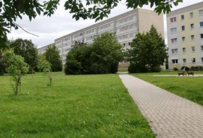 Hofansicht: 3-Raum-Wohnung Alte Heerstraße 215