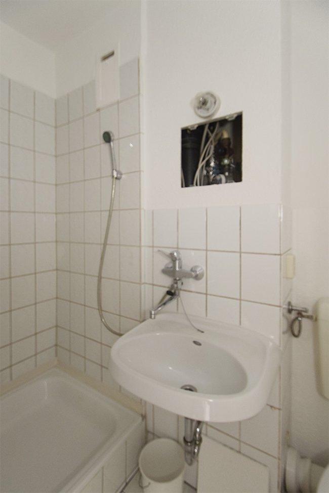 Duschbad: 2-Raum-Wohnung Plutostraße 4