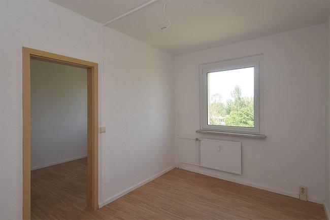 Kinderzimmer 1: 4-Raum-Wohnung Genthiner Straße 7