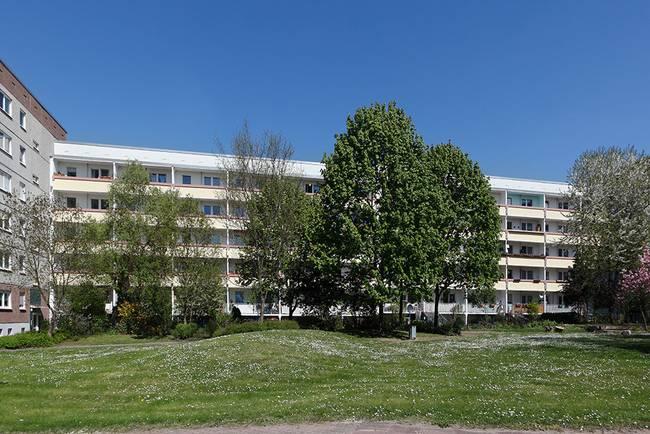 Hofansicht: 2-Raum-Wohnung Salzbinsenweg 6