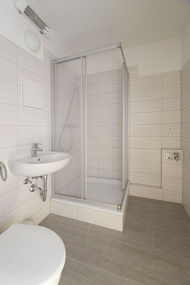 Duschbad: 3-Raum-Wohnung Genthiner Straße 15