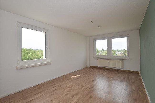 Wohnzimmer: 2-Raum-Wohnung Plutostraße 8