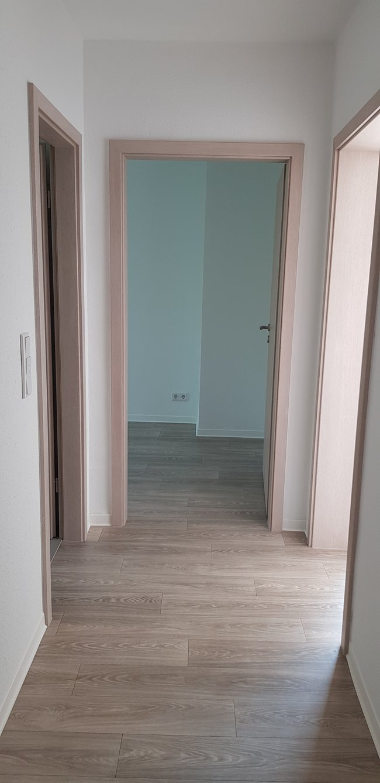 Flur: 3-Raum-Wohnung Paul-Suhr-Straße 85