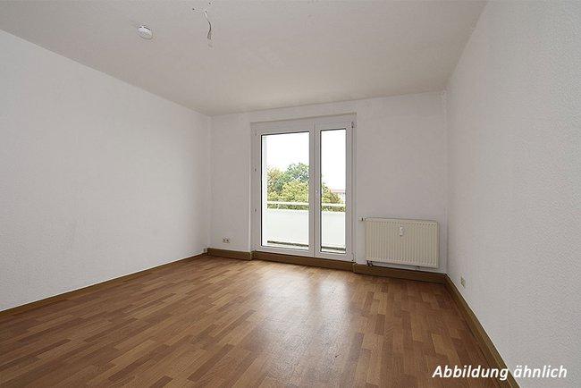 Wohnzimmer: 2-Raum-Wohnung Moskauer Straße 11