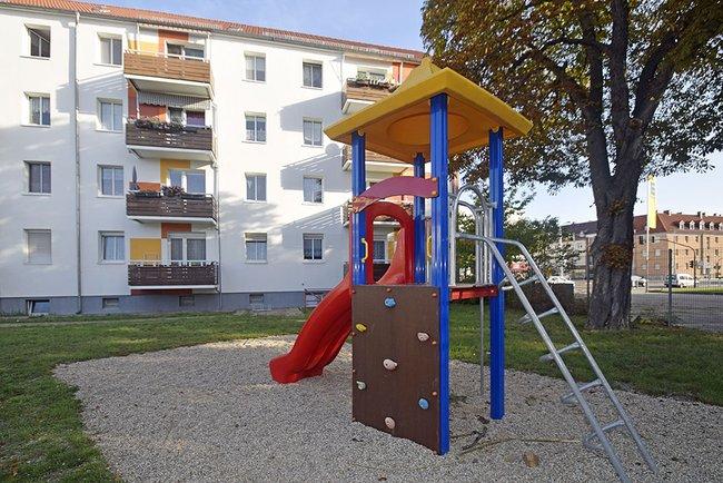 Spielplatz im Hof: 3-Raum-Wohnung Vogelweide 32